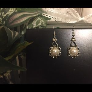 Seductive pearl earrings NWOT